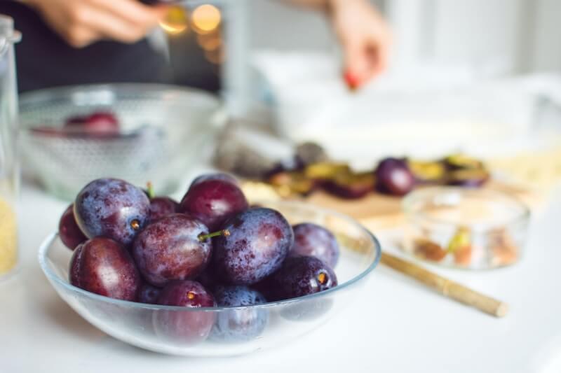 owoce sezonowe śliwki