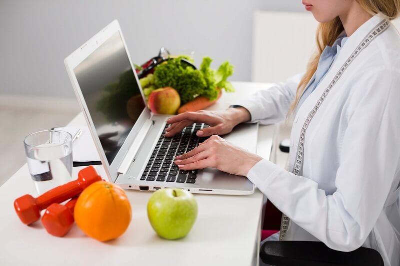 Kim jest dietetyk? Na czym polega jego praca i jak wybrać dietetyka?